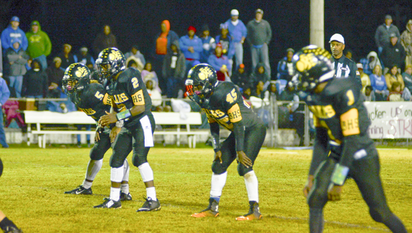 A crowded backfield of James Woods (No. 2), Derrick Dunigan (No. 5) and Tommy Williams (No. 45) await the snap. (Photo by Anthony Richards)